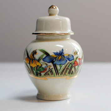 Chinoiserie ginger jar with lid -  Hand painted irises with gold trim