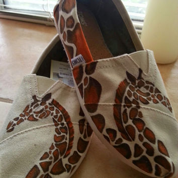 Giraffe Custom Painted TOMS