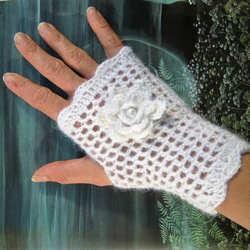 Wedding bridal white mittens fingerless gloves Alpaca flower victorian crochet lace steampunk glass pearl