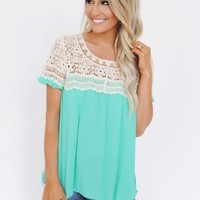GREEN/CREAM CROCHET TOP