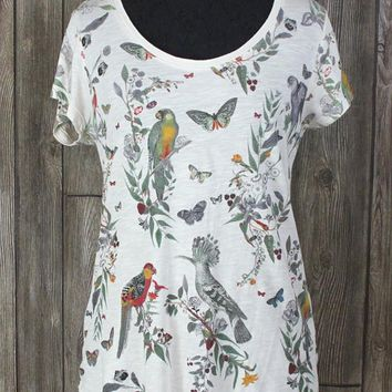 Cute Lucky Brand Parrot Butterfly Tee Shirt S size Ivory Multi Color Womens Light Top