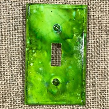 Alcohol Ink|light switch plate|one of a kind|unique|beautiful|decor|home furnishings|melange of greens|room switch|made in US|Pop of Color