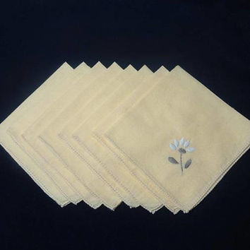 1970s Vintage Set of 8 Yellow Cotton Dinner Napkins, Hand Embroidered Gray & White Daisy, 13.5 In. Square, Vintage Table Linens Cotton Set