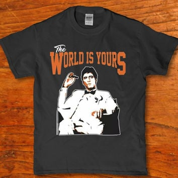 The world is yours Tony Montana sitting in his chair smoking a cigar Men's t-shirt
