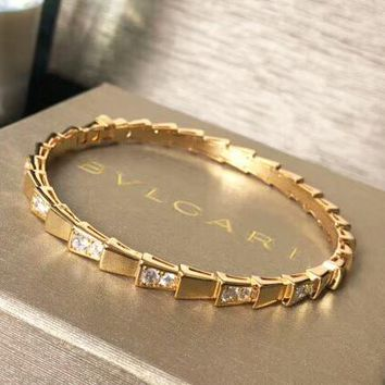 Bvlgari New Fashion Diamond Hollow High Quality Bracelet Women Golden