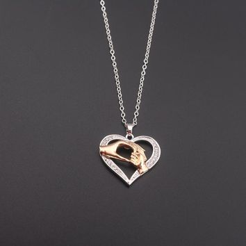 Fashion Jewelry Heart Hand in Hand Charm Necklace Light Love Mom Pendant Necklaces for Women Gifts
