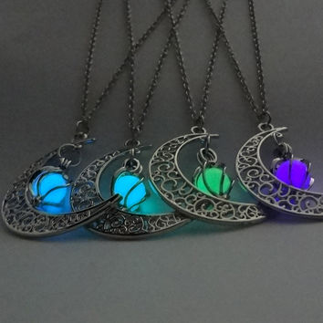 Magic Moon Heart Pendant Necklace Glow In The Dark Necklace Vintage Steampunk Hollow Love Glowing Luminous Necklace Jewelry Gift