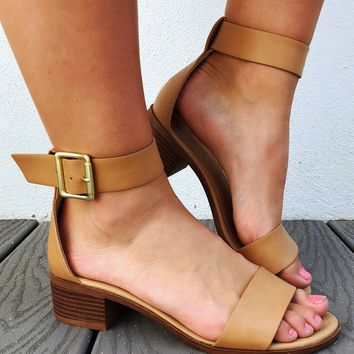 A Casual Day Sandals: Tan
