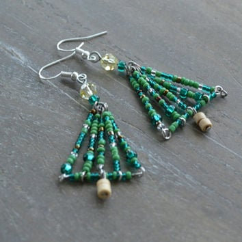 Christmas Tree Earrings, Holiday Jewelery, Seed Bead Christmas Earrings, Green Holiday Earrings