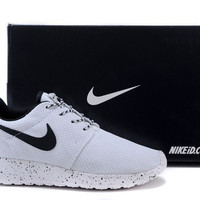 n063 - Nike Roshe Run (Oreo Black/White)