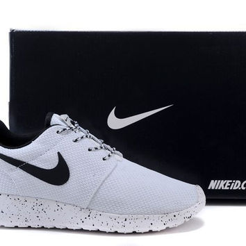 nike roshe run oreo white