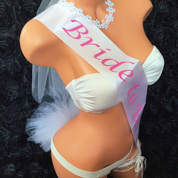 Bachelorette Party Crystal Headband Bridal Shower Bikini Pool Beach Booty Veil Bride To Be Wedding Sash Garter Set Pink White Black