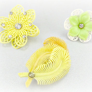 Antique Vintage Single Earring Lot, Yellow Orange Green Flower Earrings, Soft Plastic Celluloid Clip Earring, Vintage Costume Estate Jewelry