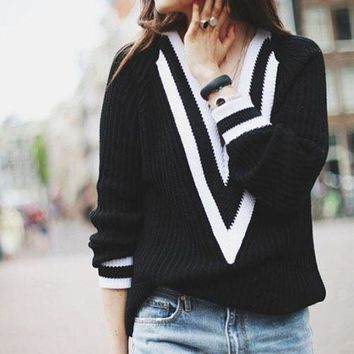 ESBONX5H Fall Fashion Sweater Deep V Neck Black and White Loose Sweater