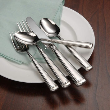 Oneida Couplet 88 Piece Fine Flatware Set, Service for 16