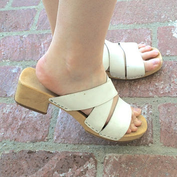 Vintage 70s Hippie // White Strappy Wooden Platform Sandal // Genuine Leather // Chunky Low Mid Heel // Women's US Size 10