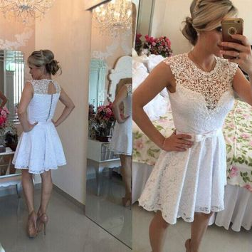 Junior Girls A-Line White Lace Cocktail Dresses Short 2017 Sash Vintage Appliqued Scoop Sexy Cheap Homecoming Graduation Gowns