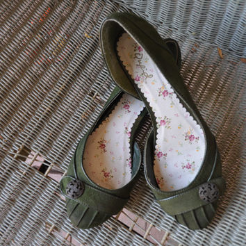 Emerald Green Suede Victorian Style Ballet Flats size 65 by SewRed