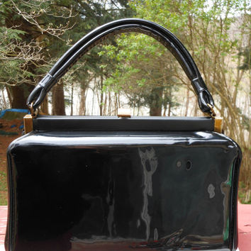 Black Patent Handbag Dover Made In USA  Box Bag Kelly Style 1960s Brass Tone Hardware Cream Color Lining Metal Zipper Mod Mad Men Pin Up