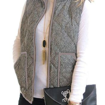 Chic Womens Gray Zipped Pocket Quilted Vest with Coffee Frame