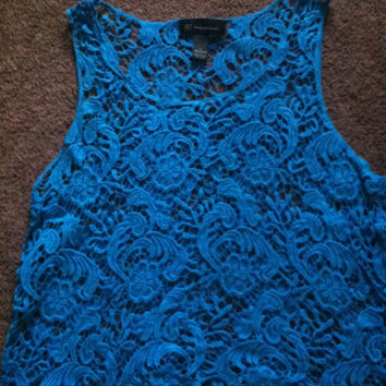 blue lace crop tank size large