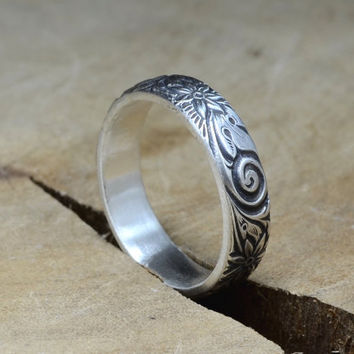 Swirling Botanical Floral Pattern with Prominent Flowers Sterling Silver Ring