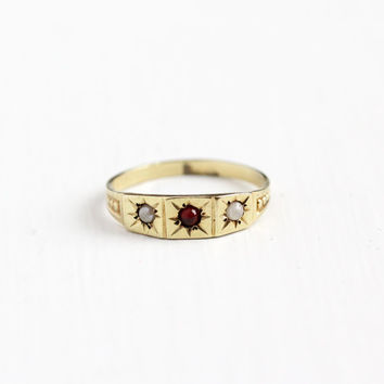 Antique 10k Yellow Gold Simulated Garnet & Pearl Baby Ring - Size 3 Victorian Edwardian Star Midi Knuckle Pinky Children's Fine Jewelry