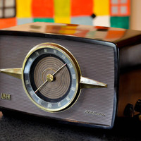 3rian- Bluetooth / AUX / FM / Mp3: 1940's RCA Radio With Restored Tube Amplifier