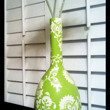 Adorable ceramic, lime green vase. This is a great accent piece for a table, bookshelf, our night stand.