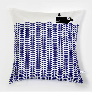 Whale throw pillow  Delft blue by mengseldesign on Etsy