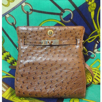 Vintage BALLY brown genuine ostrich leather kelly bag style shoulder purse with gold tone hardware and logo charm. Masterpiece in elegance.