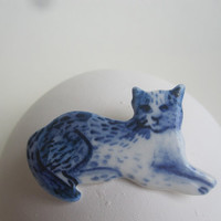 Delft Blue and white Cat  pin -  Handpainted Delft porcelain Brooch -Dutch- Holland - Nordic - blue and white - Cat lover Gift