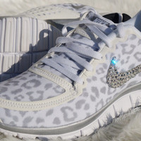 IN STOCK NIKE run free 5.0 v4  Embellished  w/Swarovski Crystals Cheetah White/Wolf Grey/Metallic Silver
