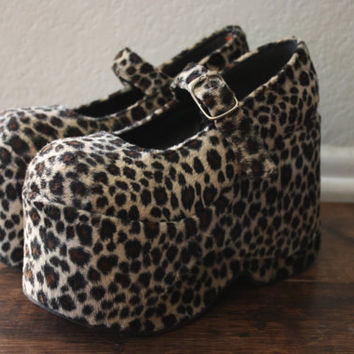 vintage 90s club kid // rave // goth faux fur leopard print platform mary jane shoes