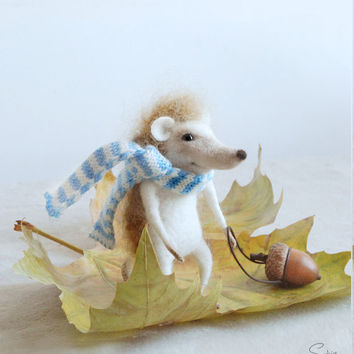 Needle felted hedgehog, felt ornament, needle hedgehog, soft sculpture, figurine, animal forest, Christmas ornament, tender mouse