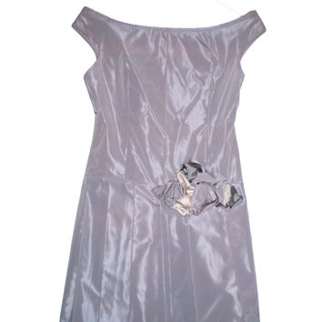Prom dress of pastel taffeta with roses