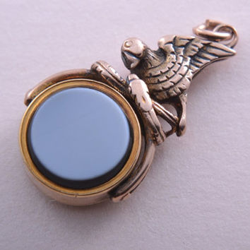 9ct Rose Gold Victorian Round Swivel With Bloodstone, White Agate And Bird (933y)