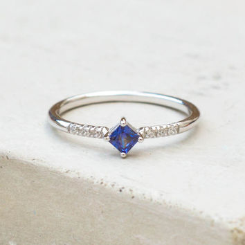Diamond Shaped Ring - Silver + Sapphire