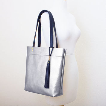 Metallic Silver and Black Leather Tote with Tassel Keychain Purse Charm, Everyday Shoulder Bag, Minimal Leather Tote