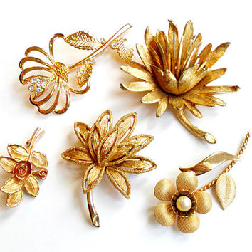 Vintage Flower Brooch Lot - Floral Broach Pin Collection - Wear Repurpose - Wedding Bridal - Faux Pearl - Rhinestone - Signed Capri Avon