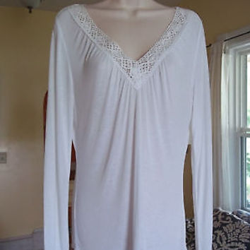 NEW YORK & COMPANY White crochet V-neck top! WM