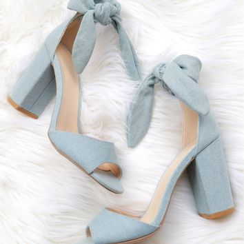Classic Bow Heel Light Denim.