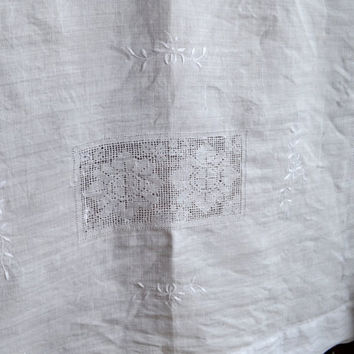 Gorgeous Vintage Linen Tablecloth, Crisp White Linen with Floral Embroidery and Filet Lace, Large Rectangular Tablecloth