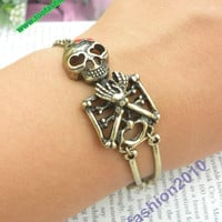 Pretty retro copper pirate human bone skull rib cadre hand chain bracelet pendant jewelry punk style