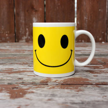 Happy Days! | Vintage Smiley Face Ceramic Coffee Mug | Retro Kitchen | 10 oz.