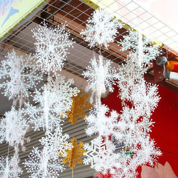 30PCS Fashion Christmas Festival Party Xmas Tree Ornament Snowflakes Decoration (Size: 11 cm, Color: White) = 1946612932