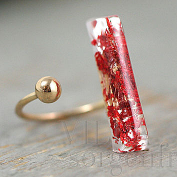 Real flower IN BETWEEN ring. Red flowers in resin bar and metal bead sitting on finger gap. Silver or gold. Adjustable. Modern nature.