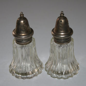 Vintage LEONARD Salt And Pepper Shakers Ribbed Pattern Crystal Glass 1950s