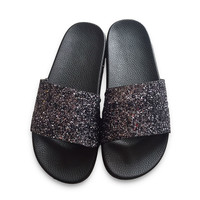Hot New Summer Designer Women Slippers PU Bling Slides Rivet Flat Non-Slip Soft Bottom Sandals