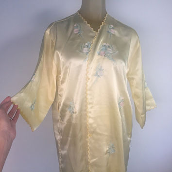 Yellow Kimono Robe, Embroidered Satin Robe, Light Yellow Robe Asian Robe Scalloped Edge Yellow Silk Robe Yellow Satin Kimono Vintage Boudoir